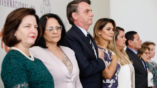 Bolsonaro diz que cada uma das duas ministras vale por 10 homens