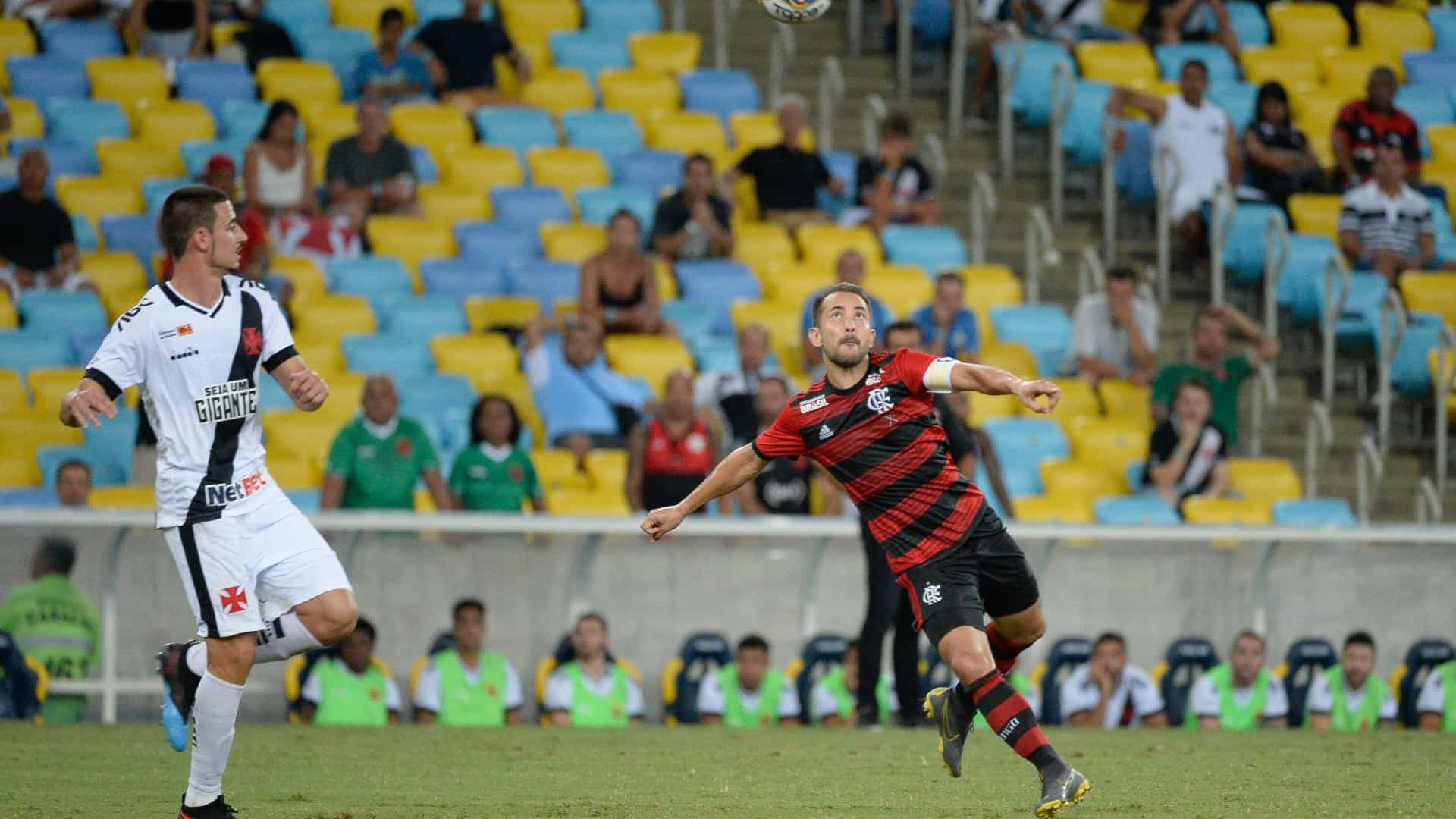 Arrascaeta marca, mas Vasco busca empate com Fla no minuto final