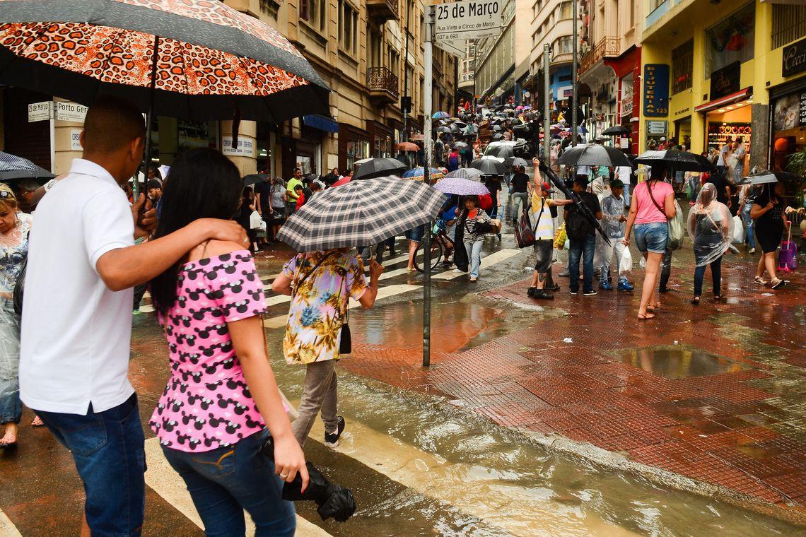 Solo encharcado aumenta risco de alagamentos em São Paulo hoje