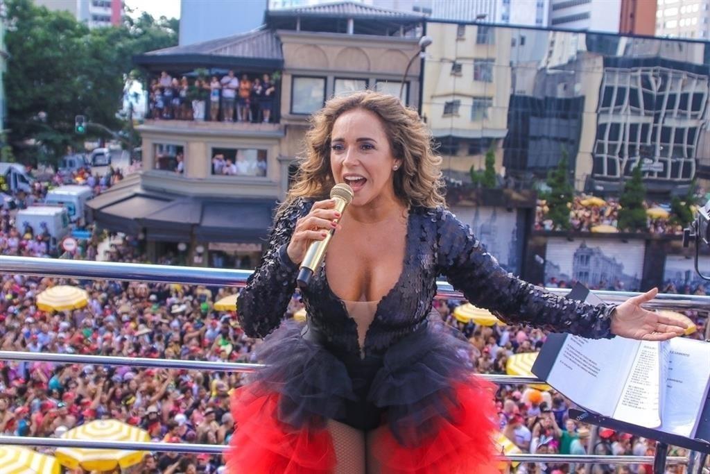 Daniela Mercury convida público a curtir último dia de folia em SP