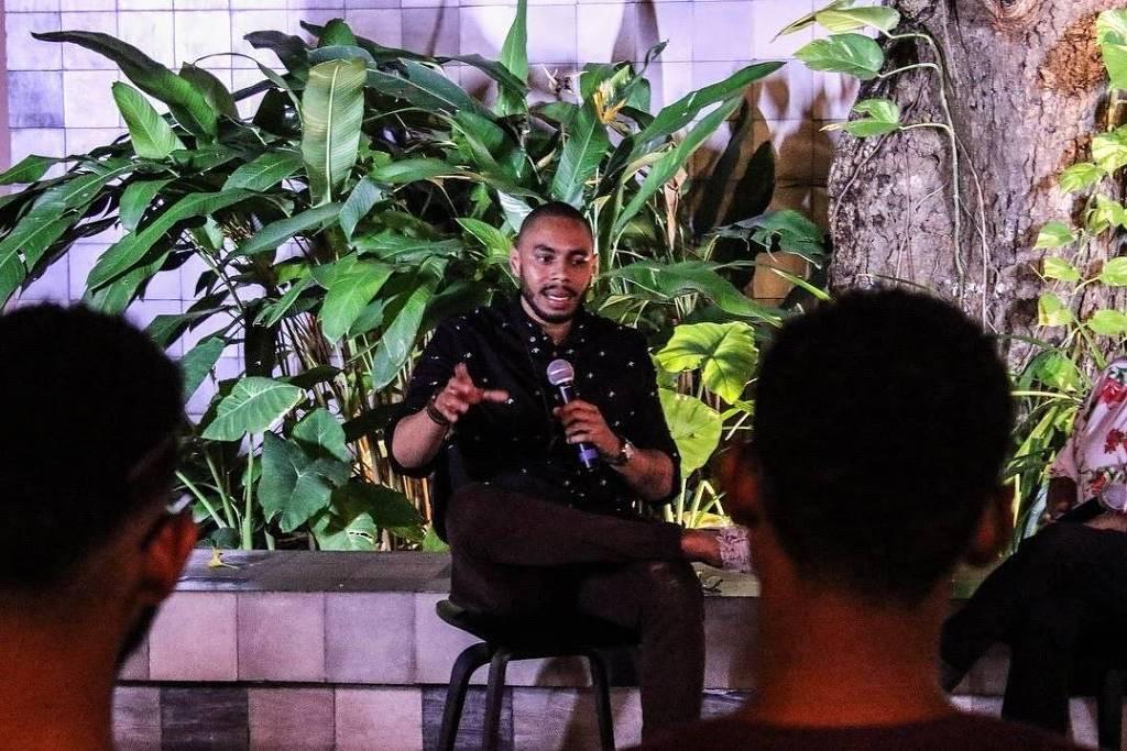 Escritor recupera passagens esquecidas da história negra em rede social