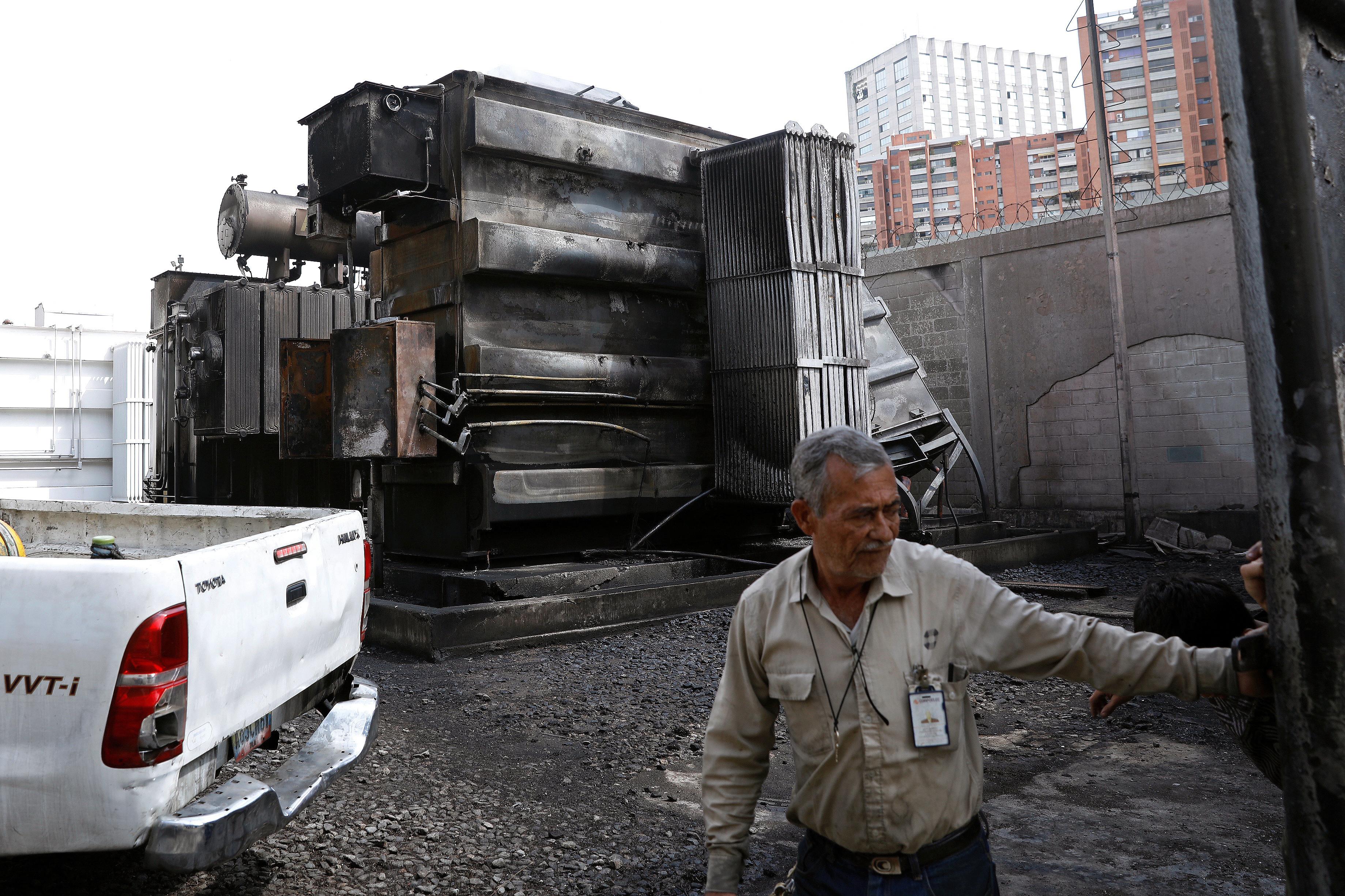 Apagão deixa Venezuela paralisada pelo 4º dia consecutivo