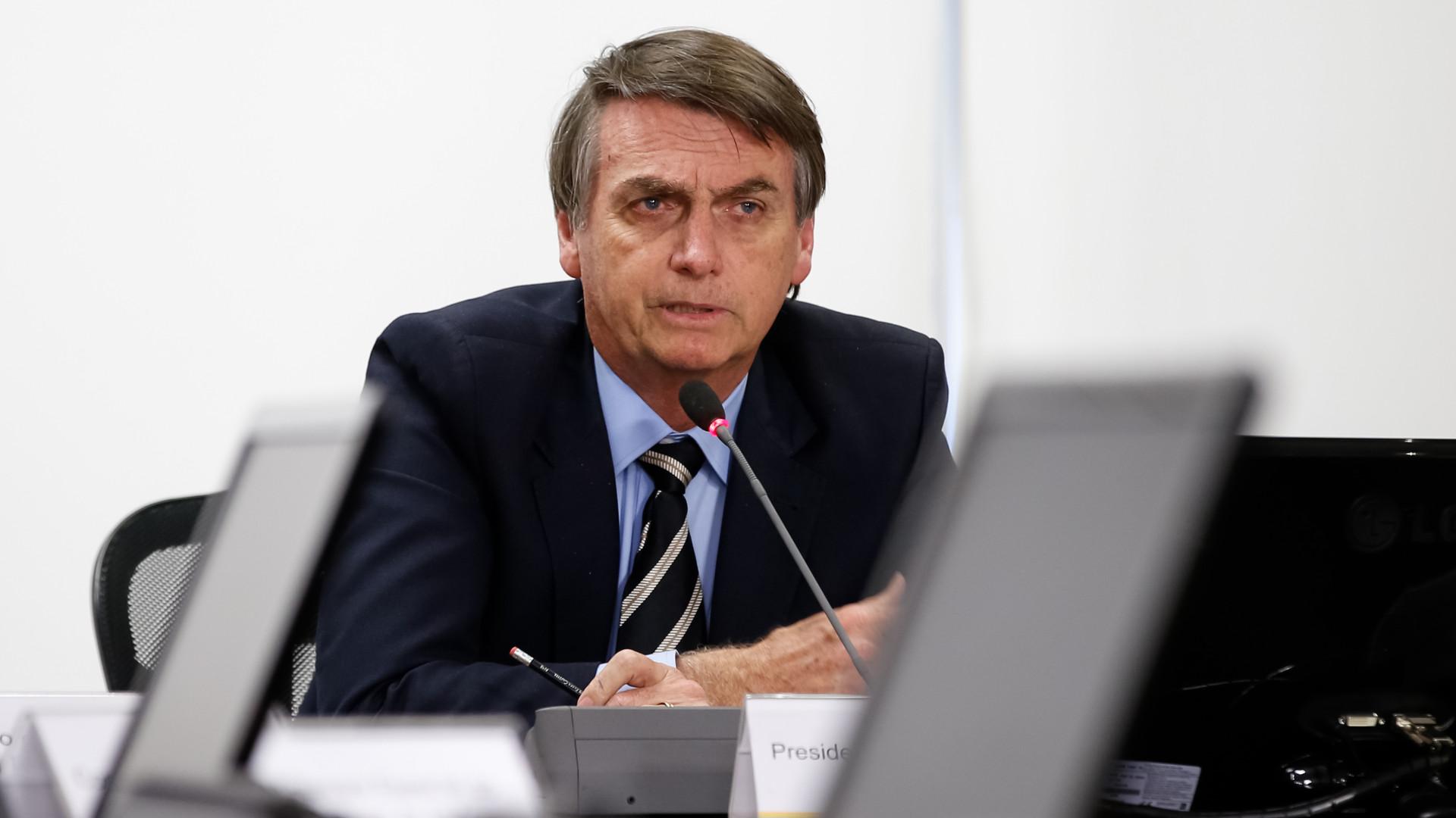 Bolsonaro fala em 'pressão' no dia em que anuncia R$ 1 bi em emendas