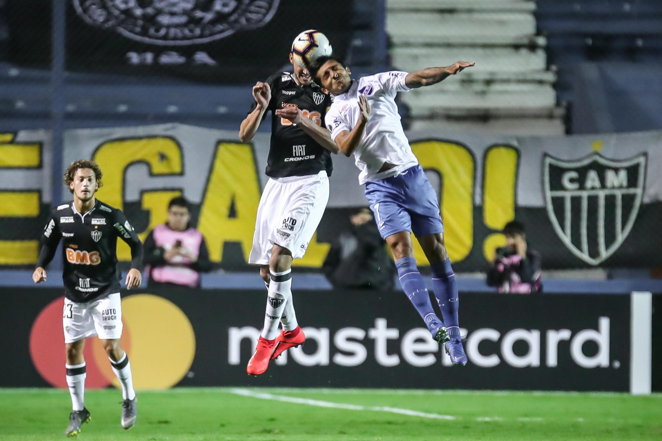 Atlético-MG perde do Nacional e se complica na Libertadores