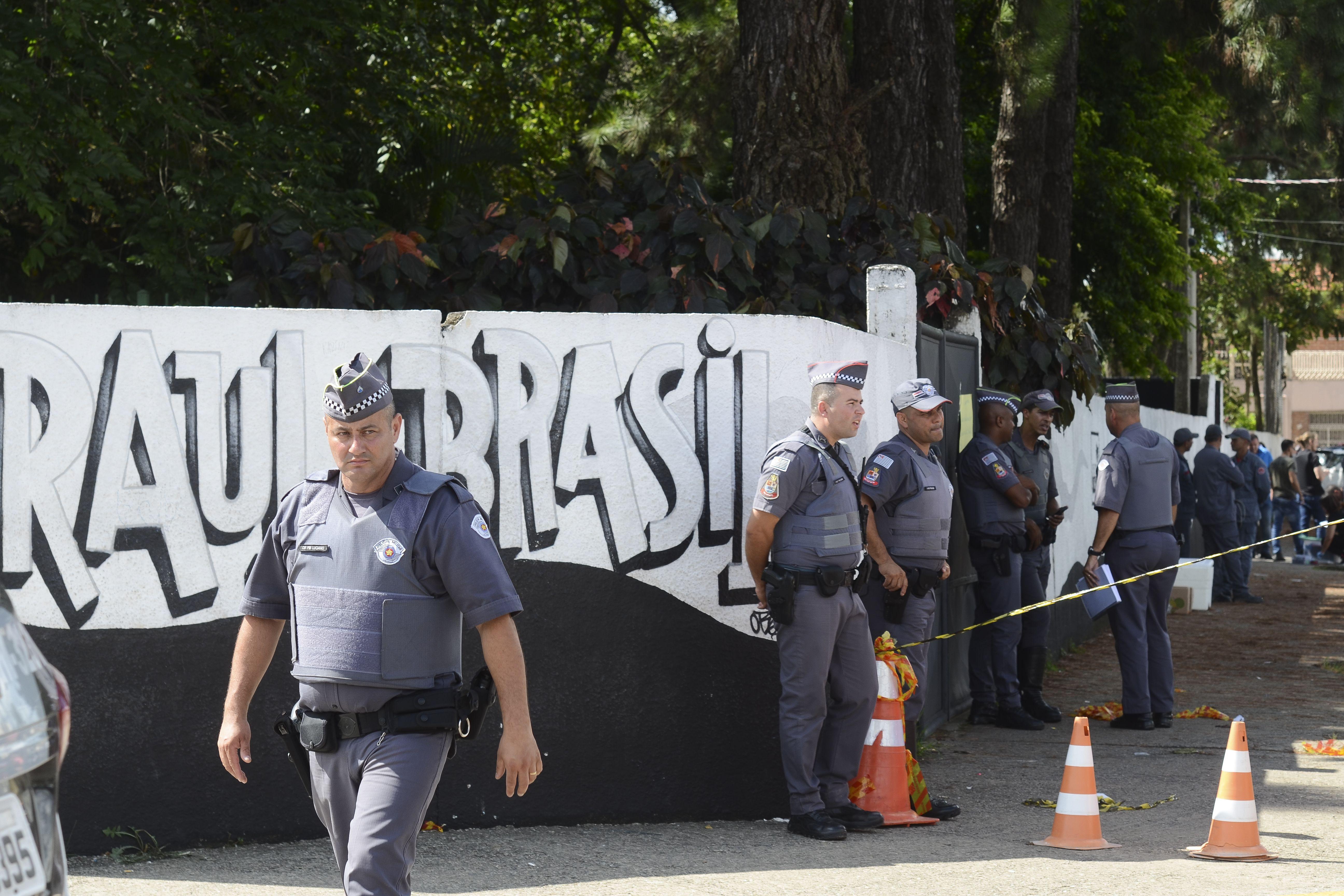 """Caderno dos assassinos de Suzano mostra """"pacto"""" para o crime"""