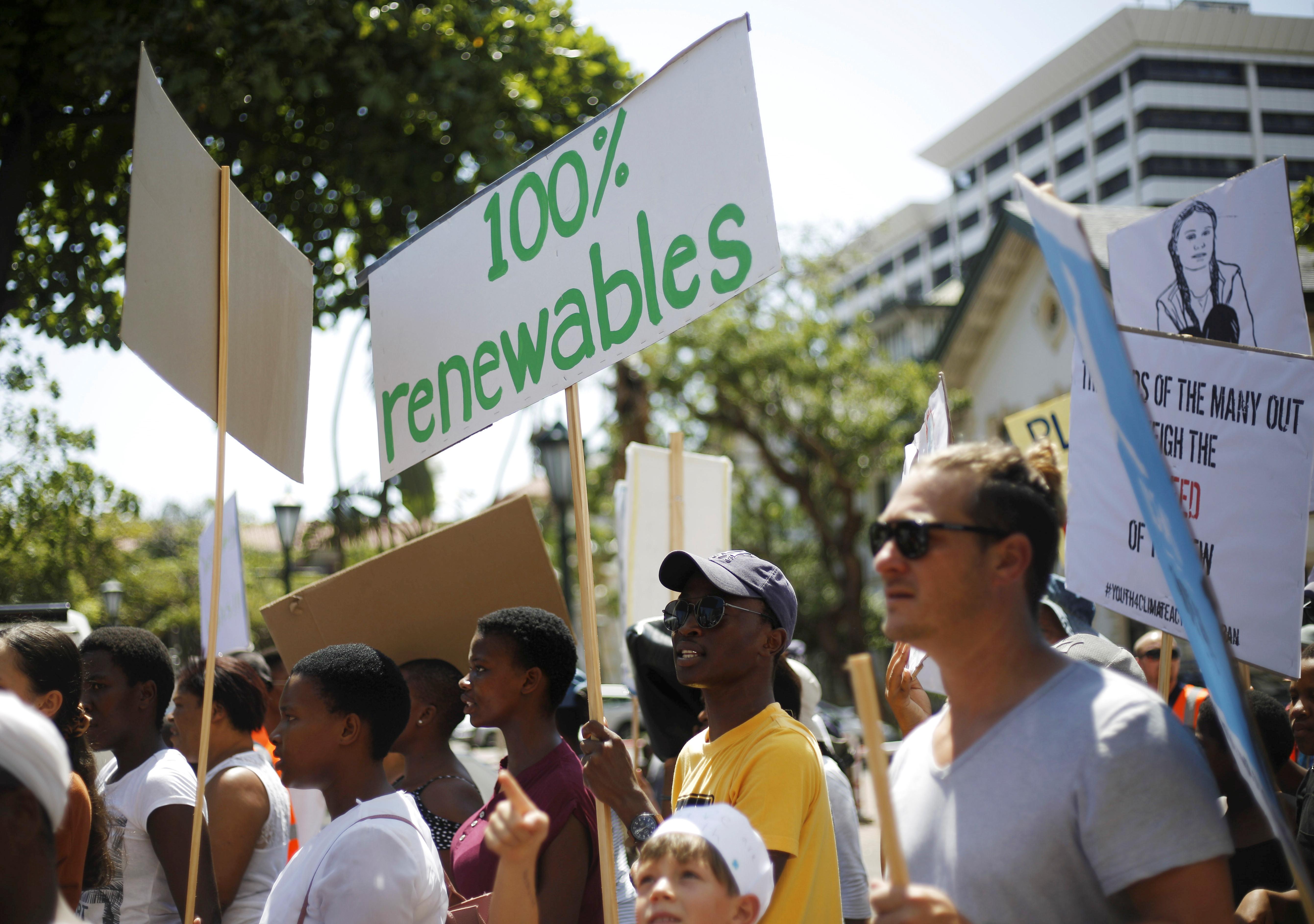 Jovens pelo mundo fazem greve pedindo ações contra mudanças climáticas