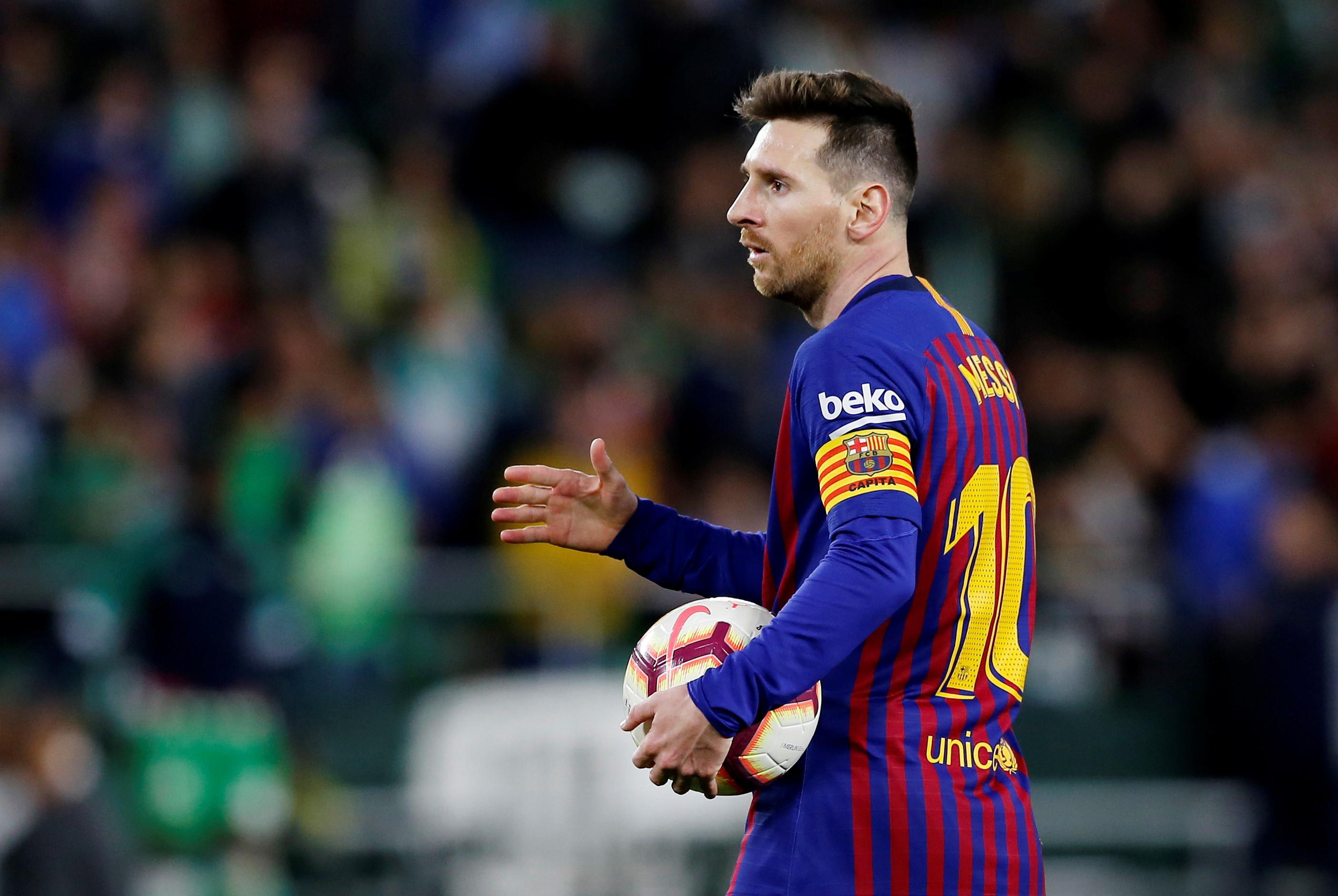 Messi marca por cobertura e faz torcida adversária gritar o seu nome