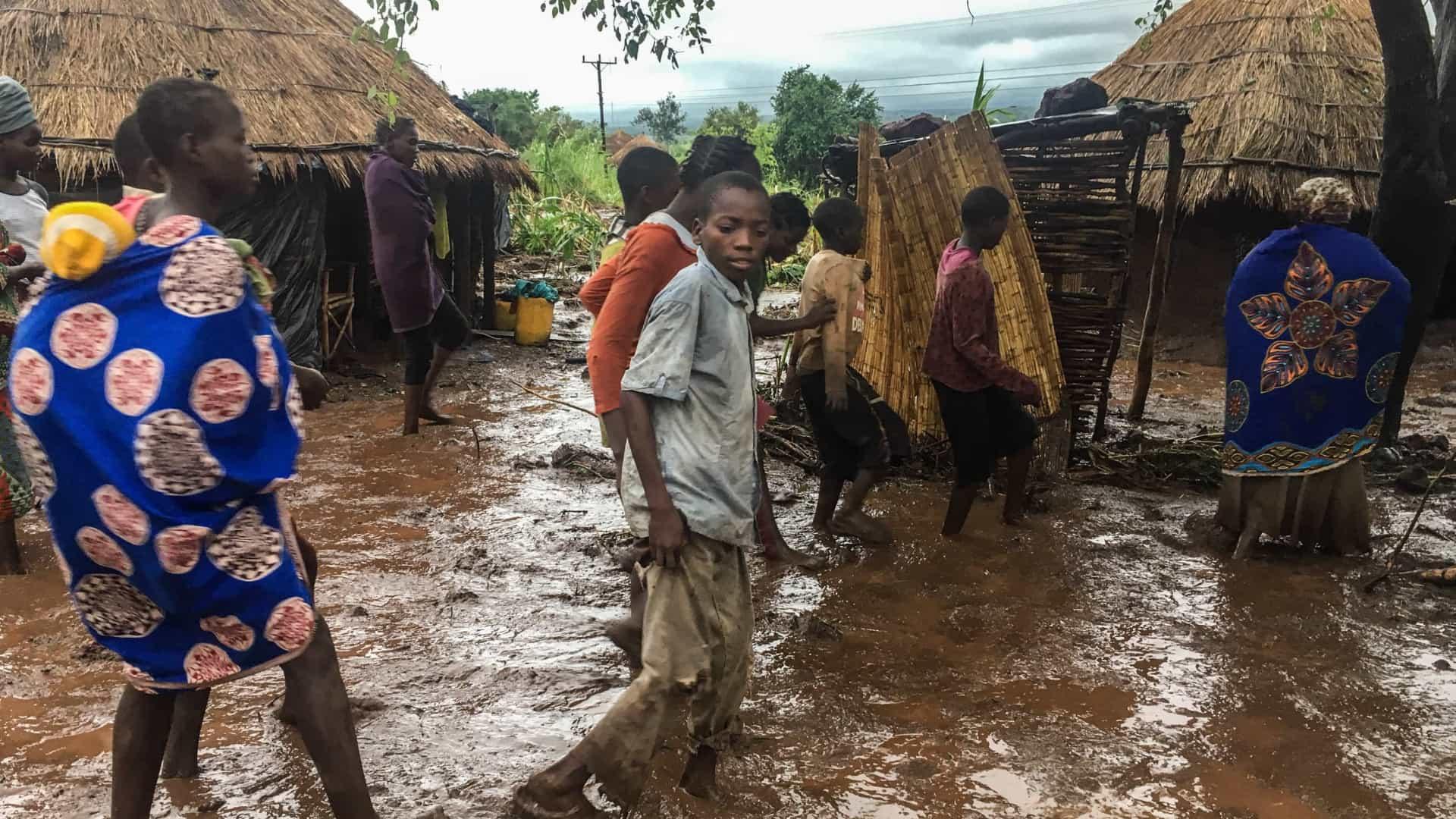 Brasileira em Moçambique: 'Pessoas andam pelas ruas buscando comida'
