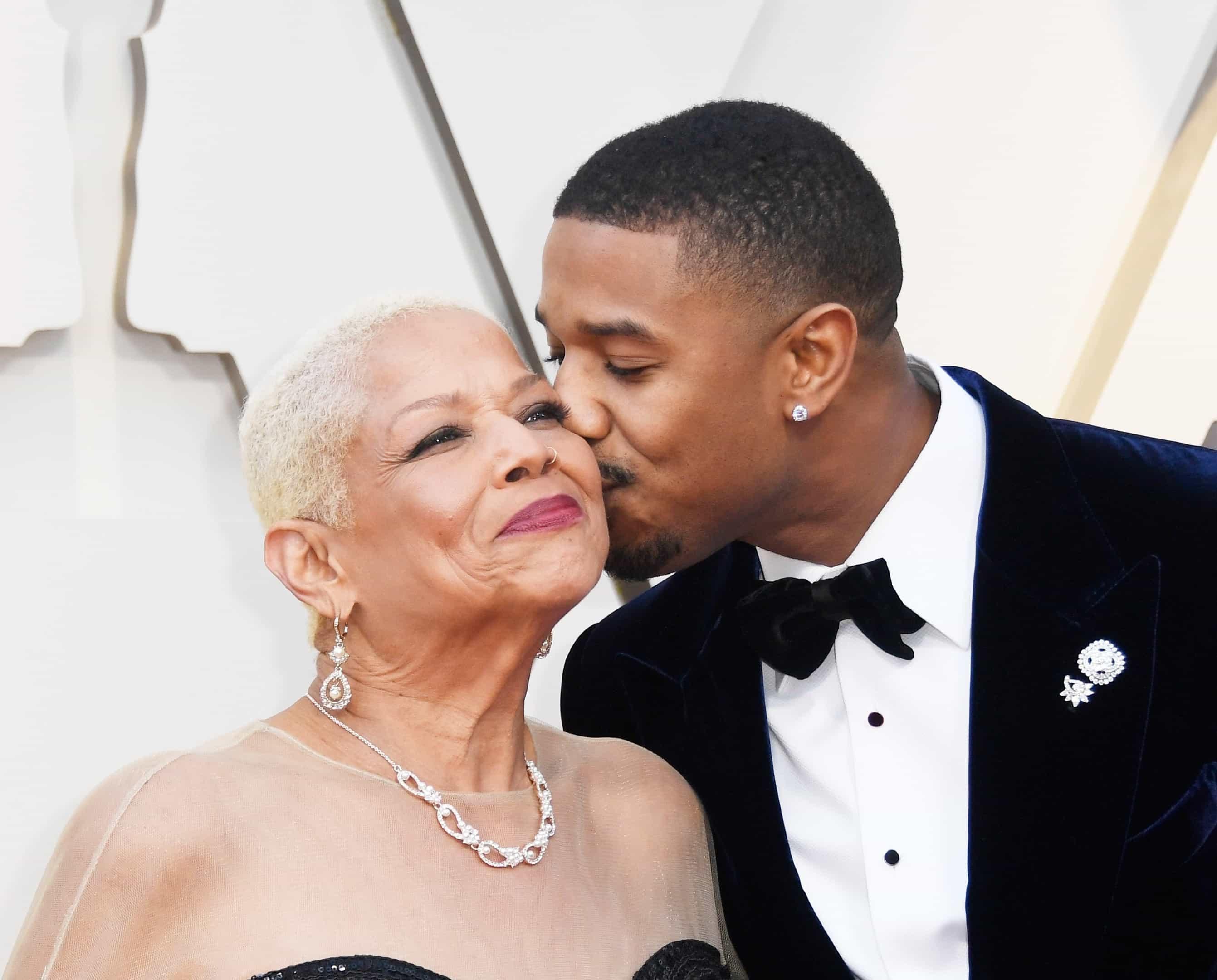 Apegadas: as celebridades que ainda moram com os pais