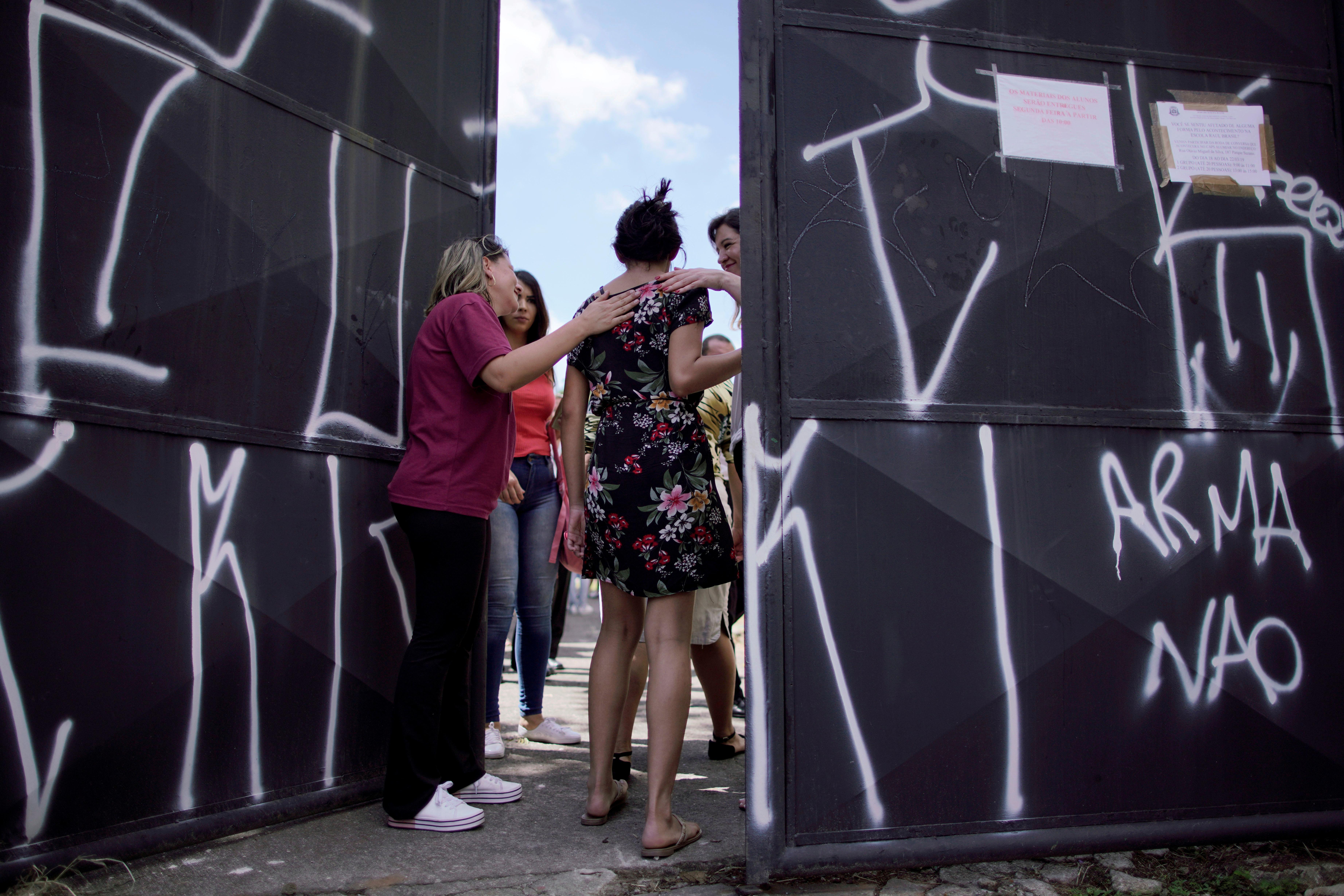 Vélez fala em militarizar escola de Suzano, mas não consulta governo