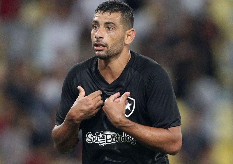 Diego Souza treina e deve reforçar o Botafogo contra o Bahia