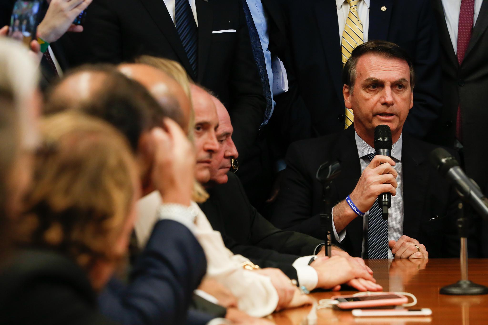 Bolsonaro diz que reforma atenderá a quem ganha menos ou mais