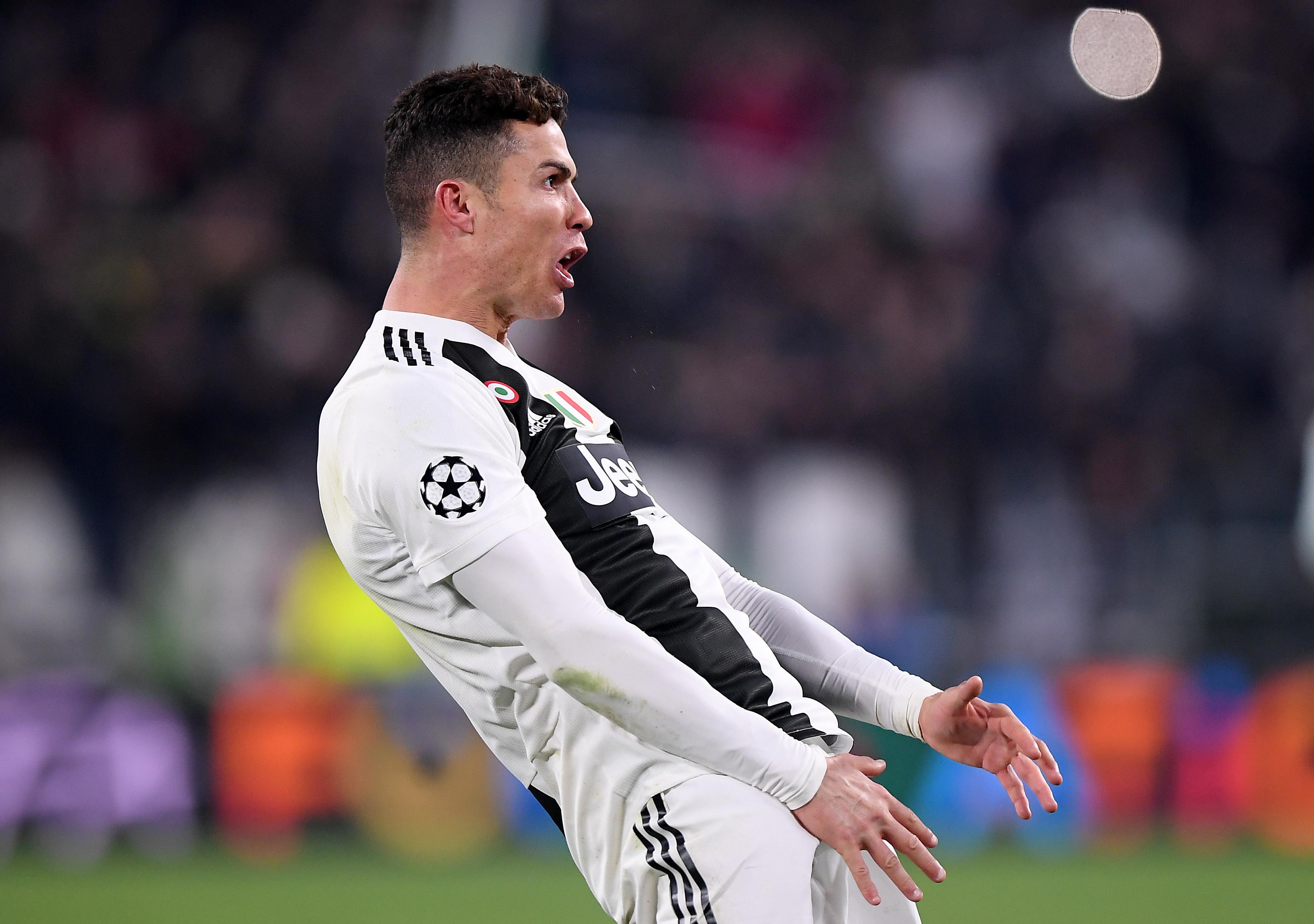 CR7 é multado em 20 mil euros por gesto obsceno na Liga