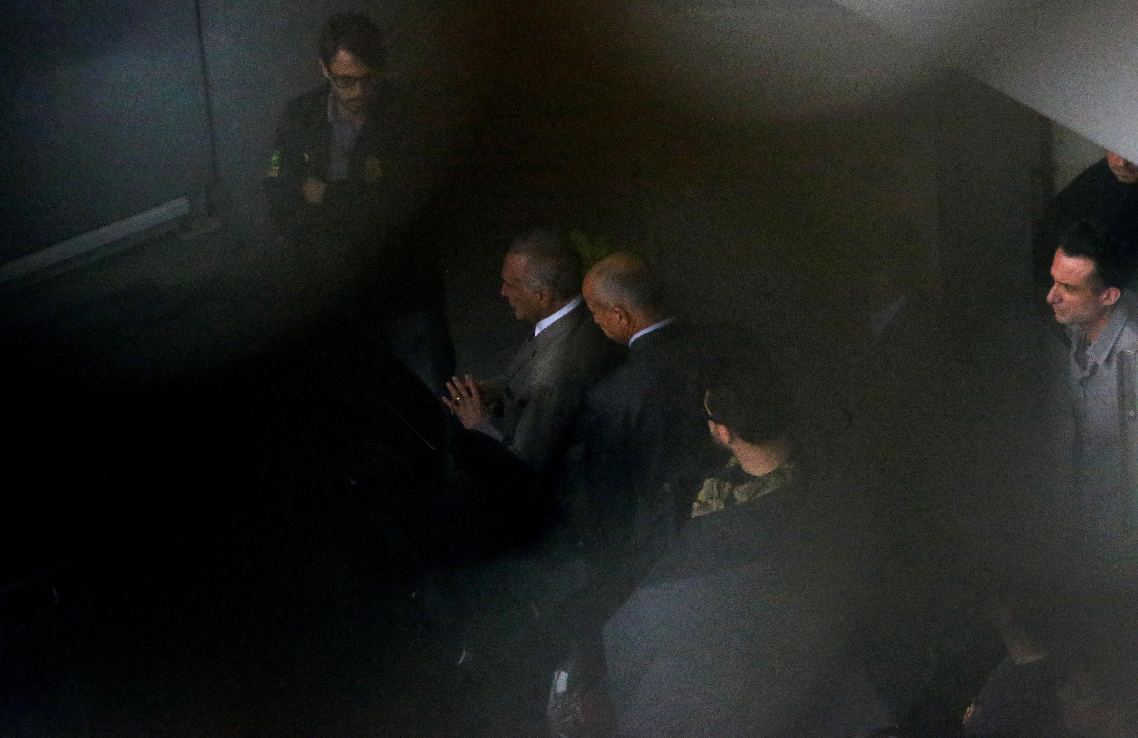 Temer e Moreira Franco passam primeira noite em prisões no RJ