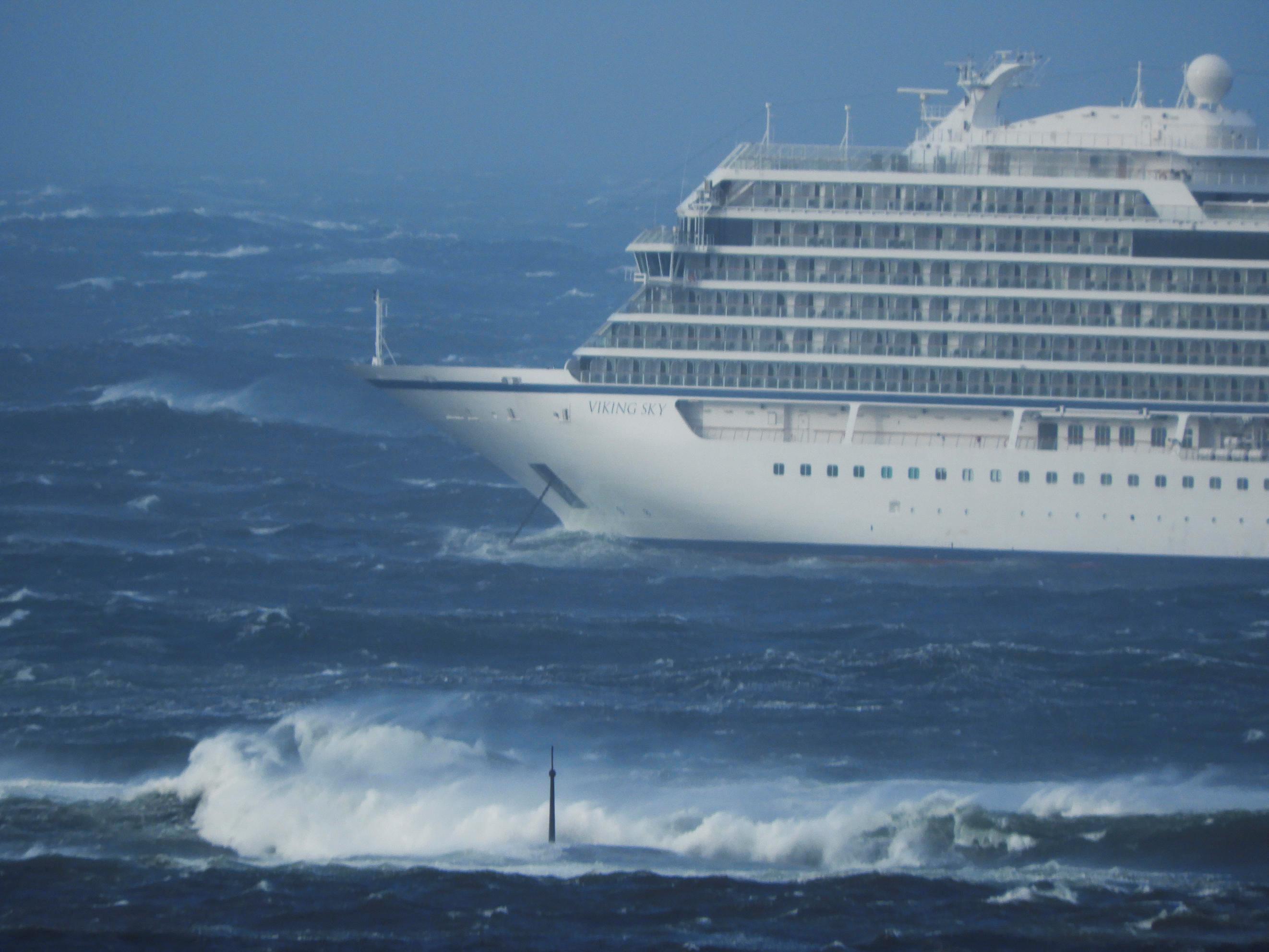 Cruzeiro com 1,3 passageiros fica à deriva no mar da Noruega