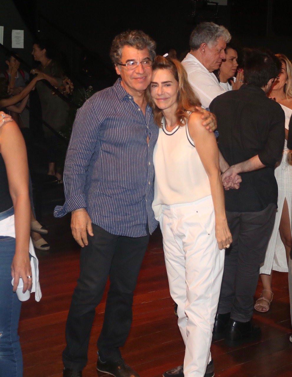 Famosos vão ao velório do diretor Domingos Oliveira
