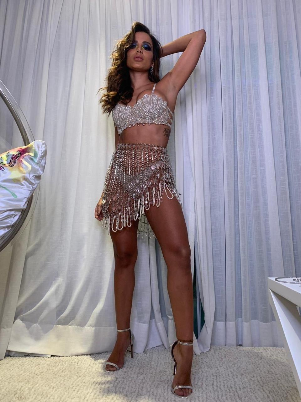 Confira os 'looks' das famosas na festa de Anitta