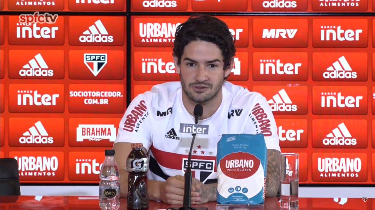 """Cuca confirma que Pato usará a camisa 9: """"Treinando como centroavante"""""""