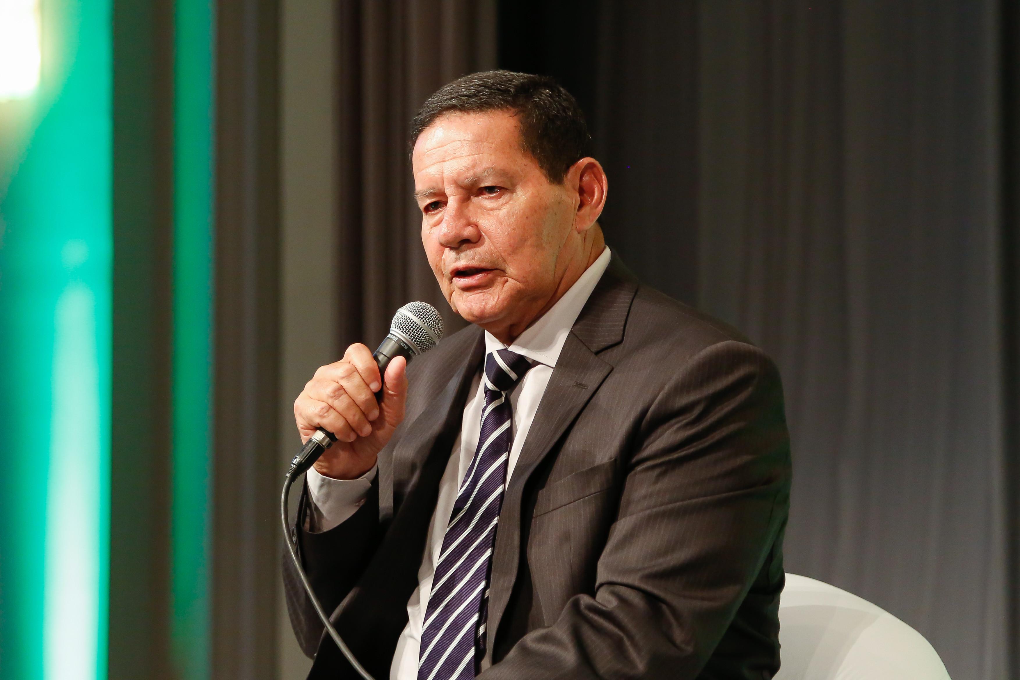 Divulgação de vídeo pró-ditadura foi decisão de Bolsonaro, diz Mourão