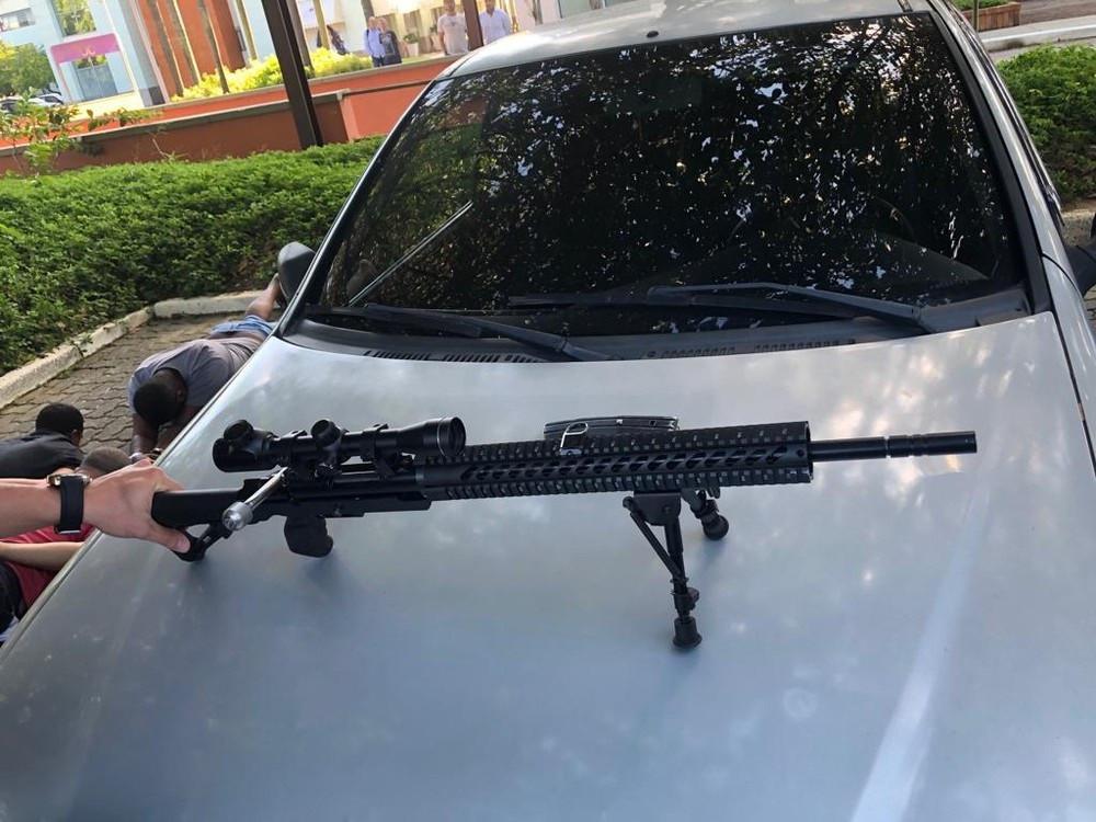 PM e mais três são presos suspeitos de vender fuzil em shopping no Rio