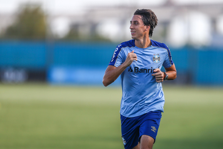 Geromel treina e aumenta chances de reforçar Grêmio contra a Católica