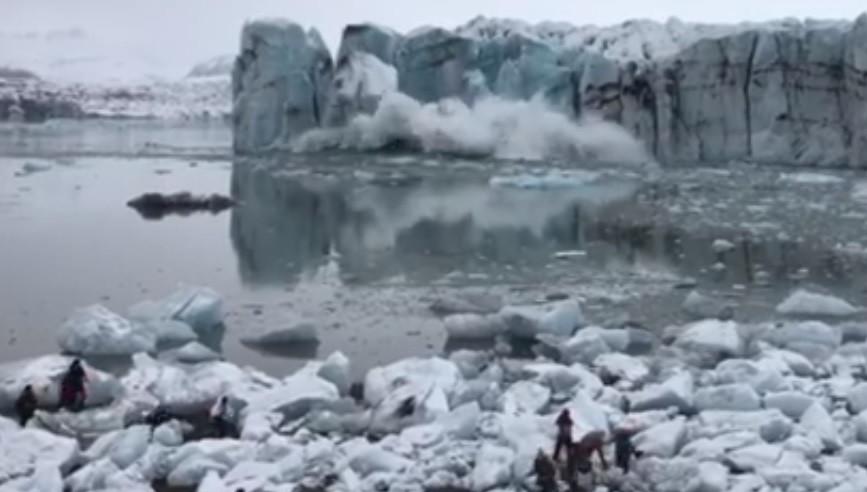 Onda gerada por geleira que se desfez na Islândia surpreende turistas