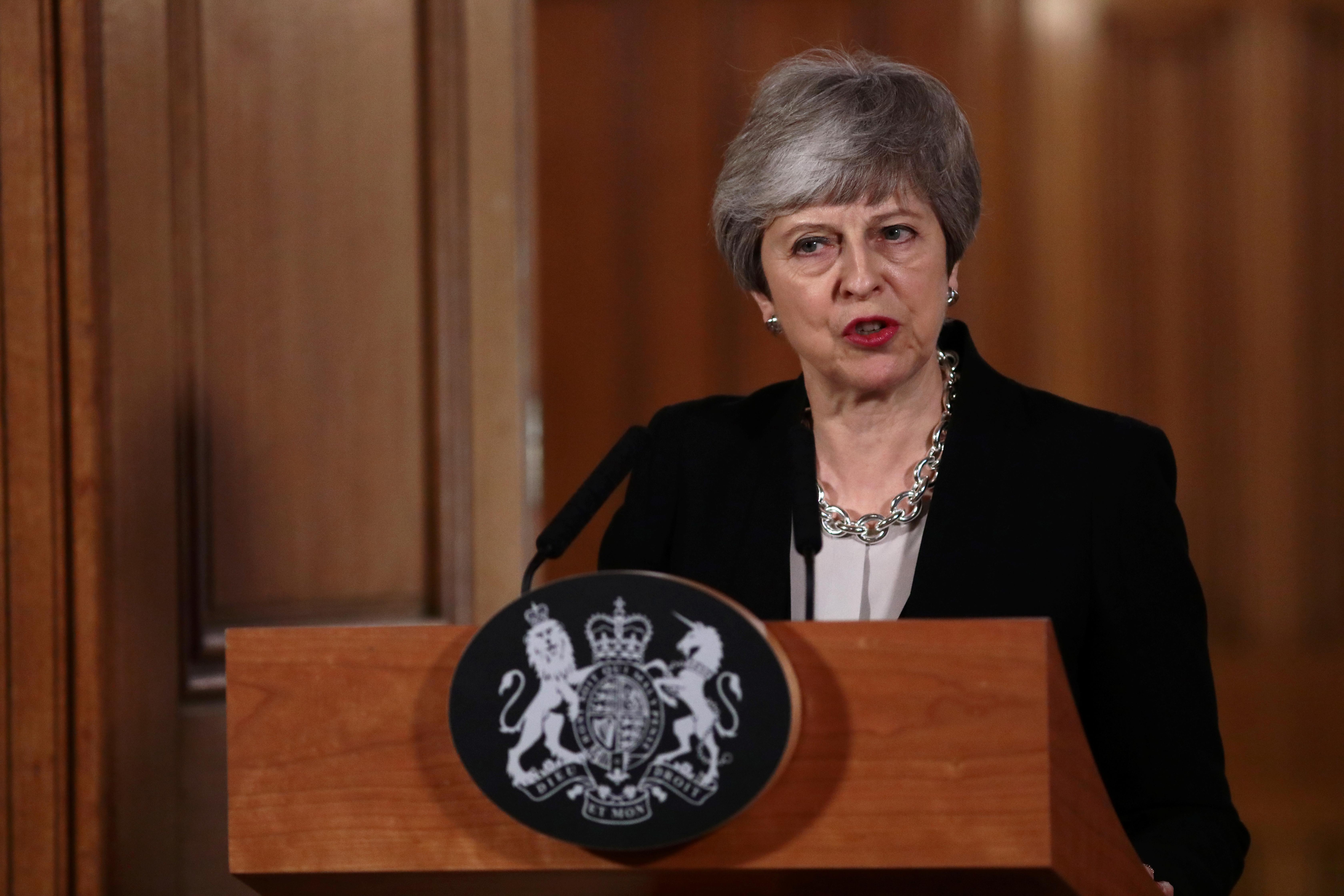 Theresa May avisa que o brexit pode nunca acontecer
