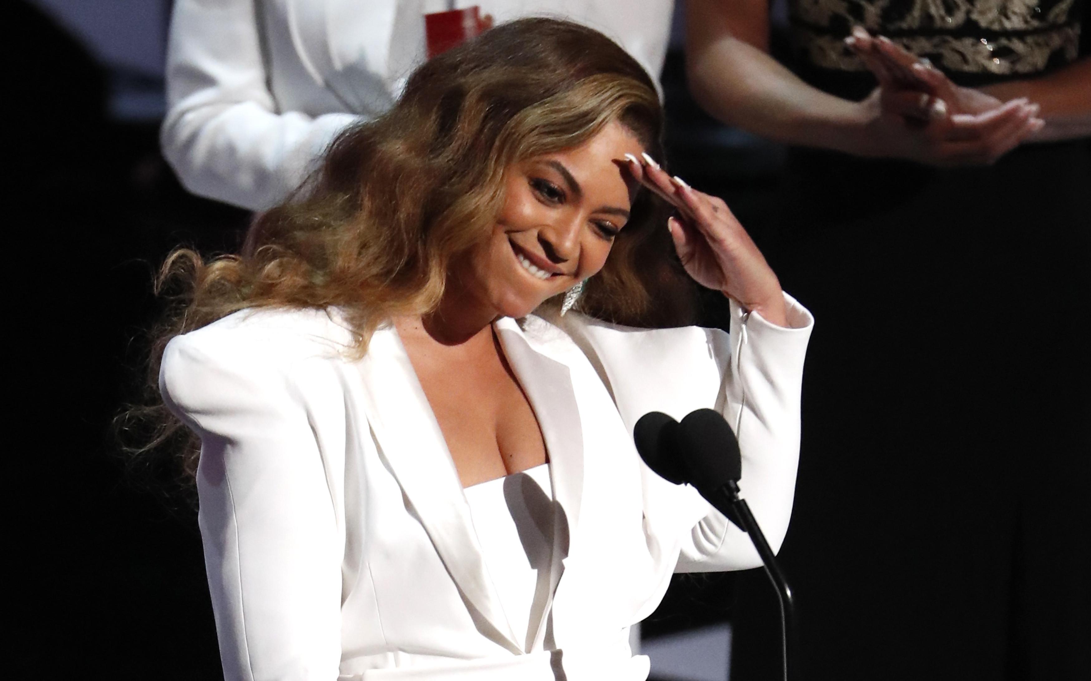 Beyoncé fecha parceria com Adidas para criar linha de roupas