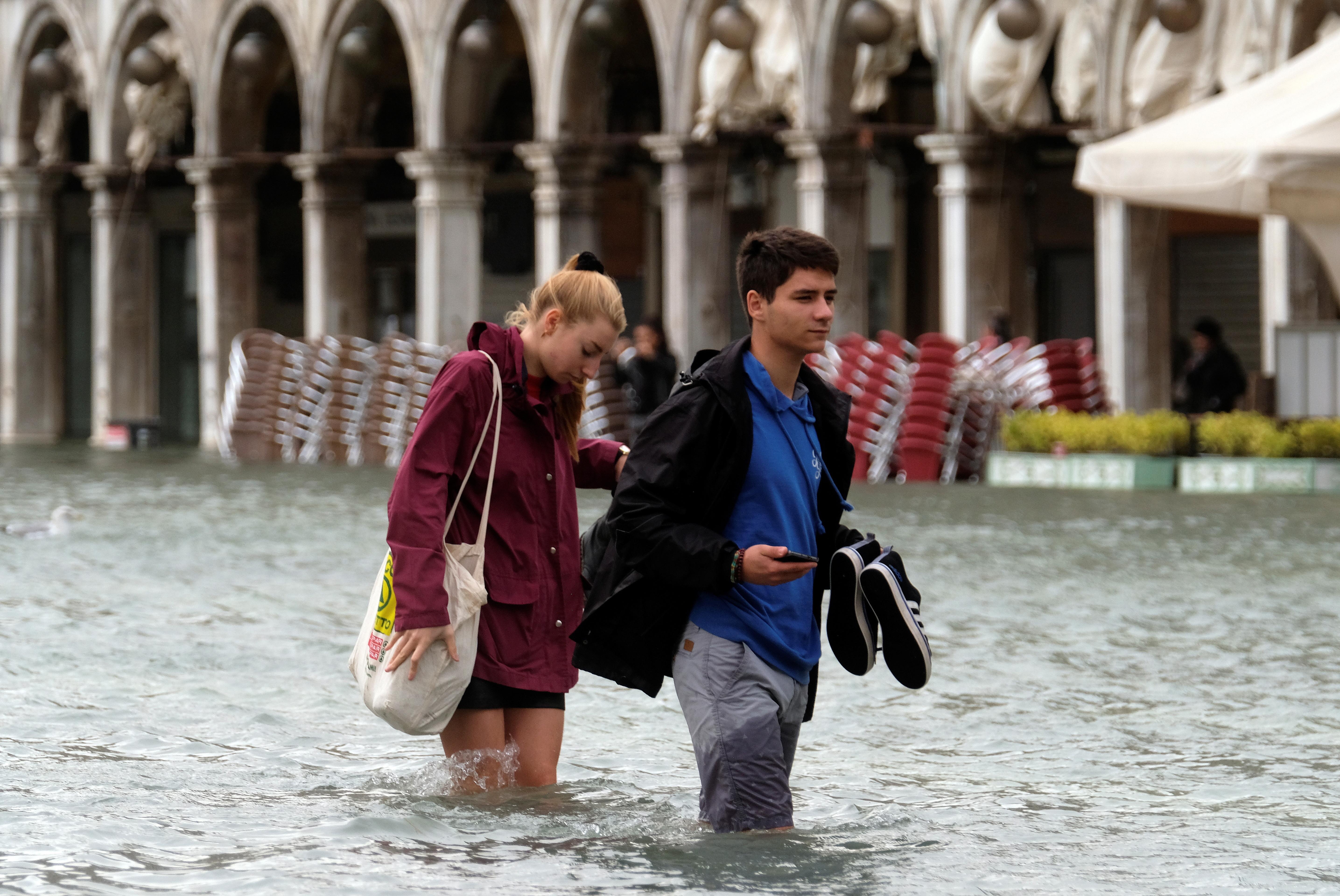 Veneza tem 2º maior 'água alta' em abril na história