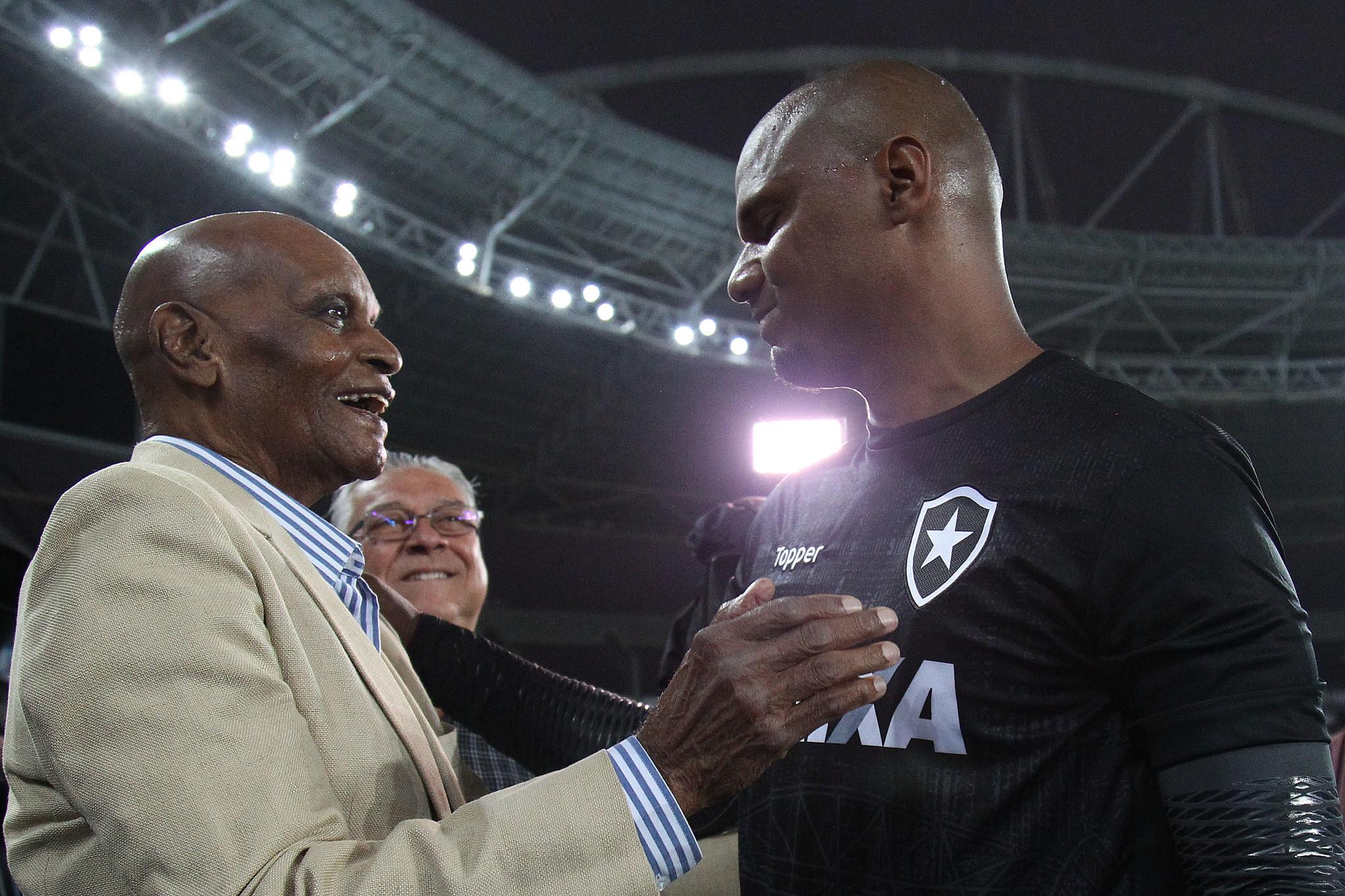 Morre ex-goleiro que fez história no Botafogo