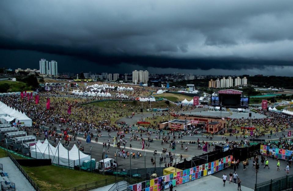 Lollapalooza é evacuado por causa de chuva forte e raios