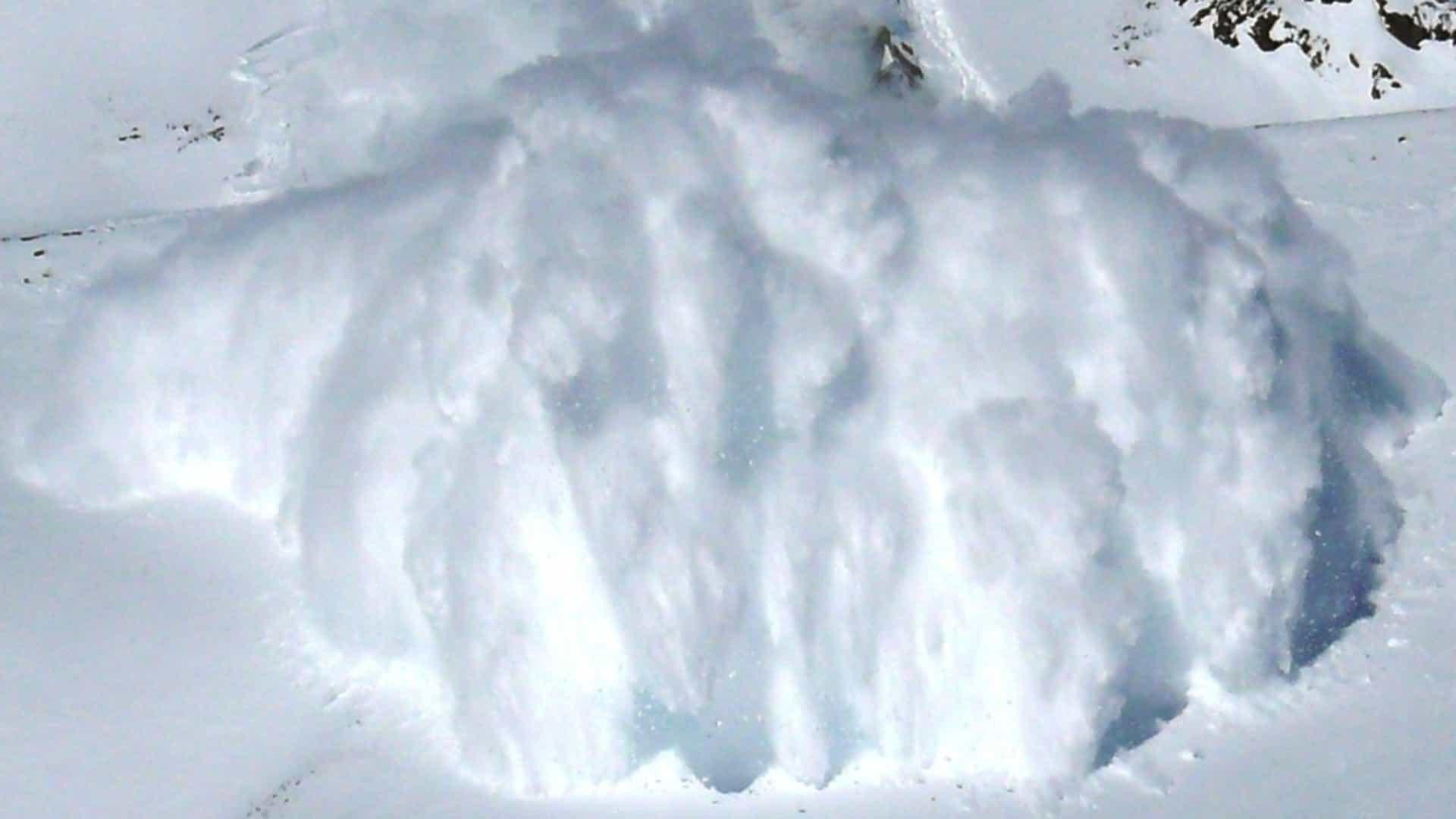 Tensão: turistas filmam avalanche na Rússia!