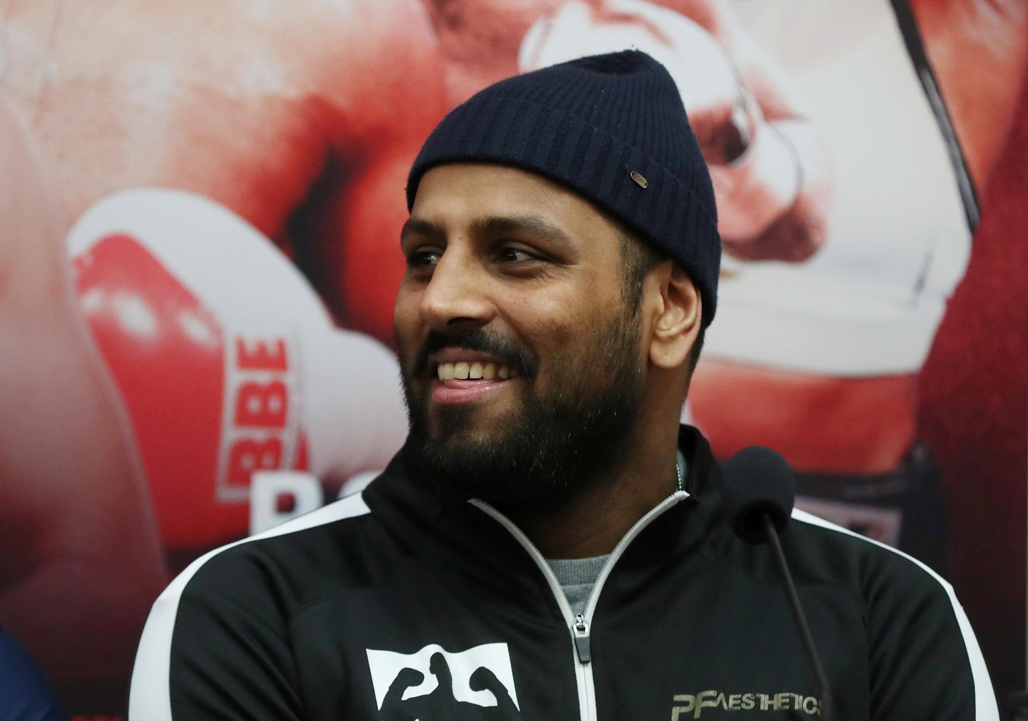 Boxeador britânico é suspenso por seis meses após morder adversário
