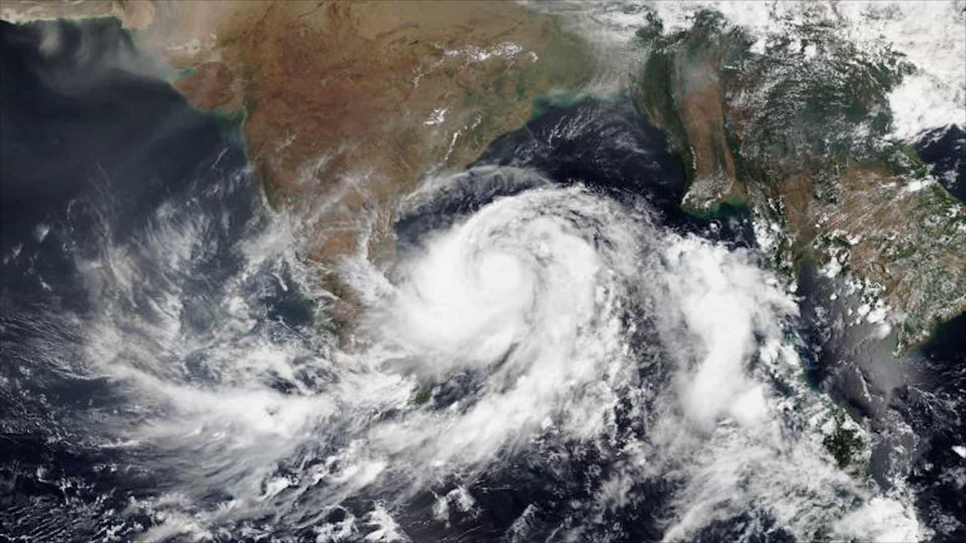 Ciclone Fani atinge a Índia movimentando 1,2 milhão de pessoas