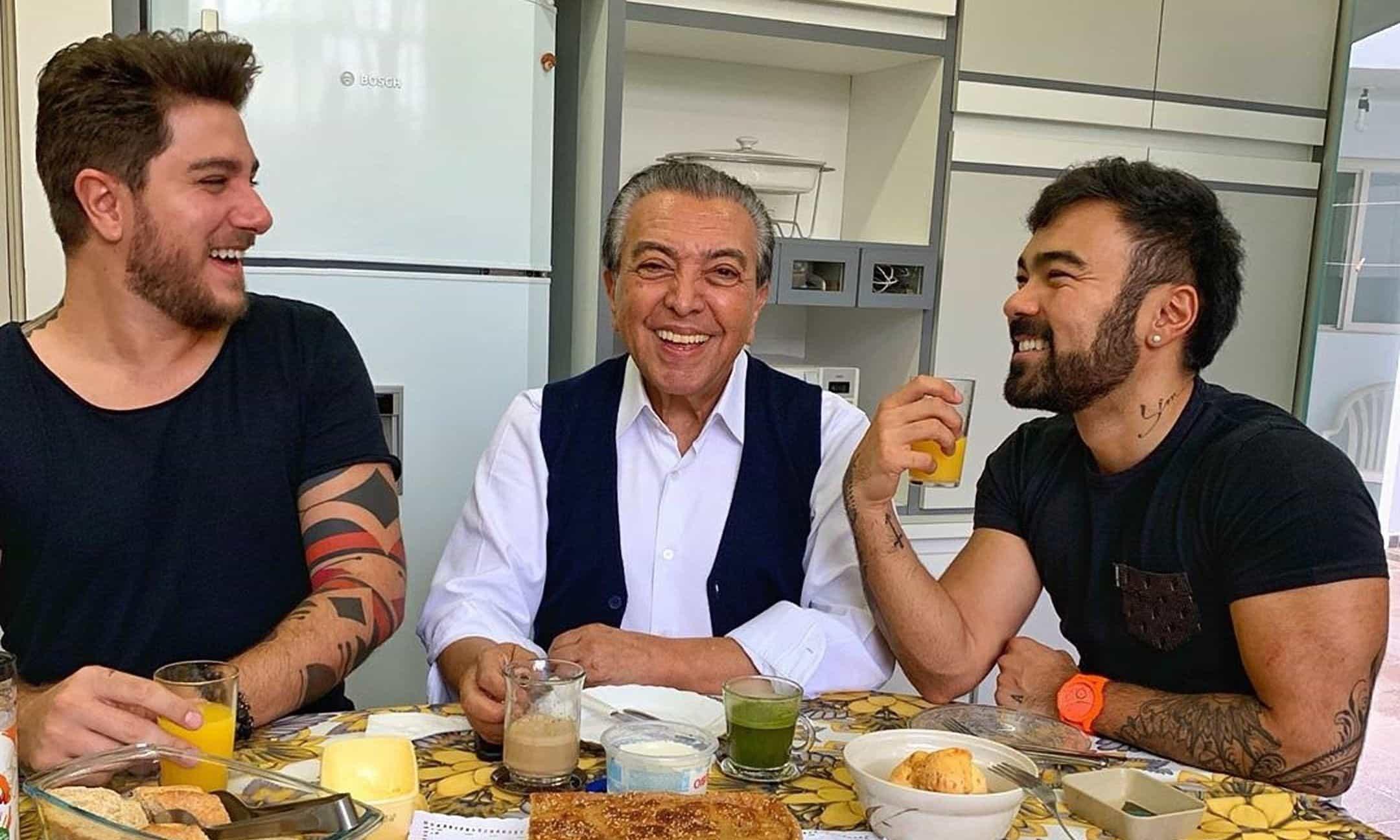 """Maurício de Souza publica foto com namorado do filho: """"Meu genro"""""""