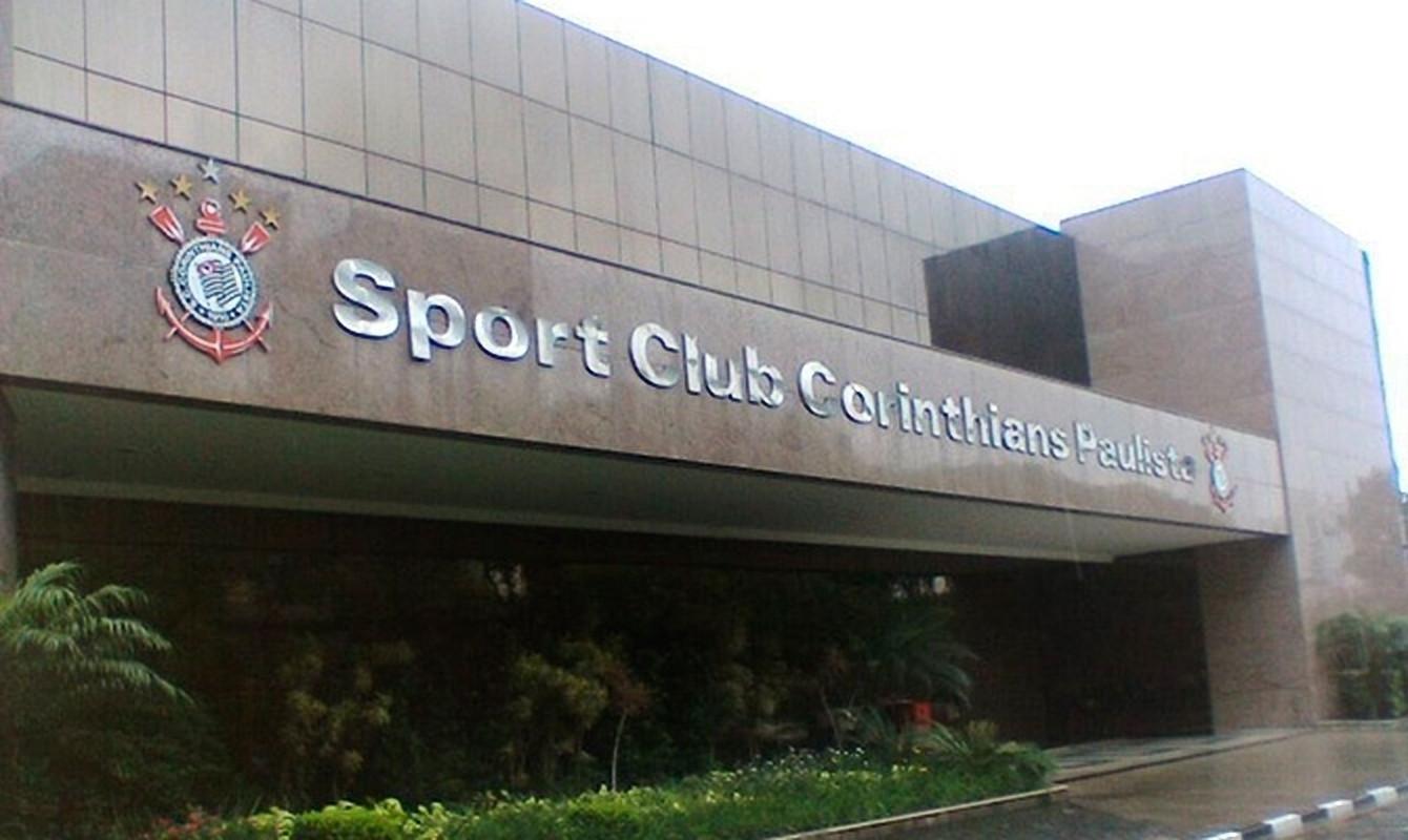 Corinthians acolhe e dá emprego a imigrantes africanos